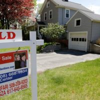 US homes sell at strongest pace since 2007